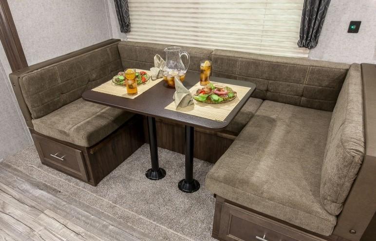 LARGE Travel Trailers - NashvilleRV